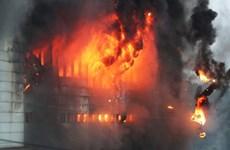 Hàn Quốc: Chưa khống chế được vụ cháy kho hàng sau một ngày bùng phát