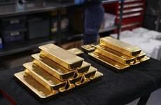 Giá vàng thế giới giảm hơn 2% do xu hướng bán tháo các kim loại quý