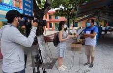 Những nữ phóng viên xông pha nơi tuyến đầu chống dịch COVID-19