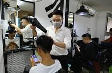 Thủ đô Hà Nội ngày đầu nới lỏng biện pháp chống dịch COVID-19