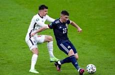 Hai cầu thủ đội tuyển Anh phải cách ly khẩn cấp vì COVID-19