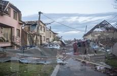 Đại sứ quán Việt Nam tại Séc cứu trợ người Việt bị ảnh hưởng lốc xoáy