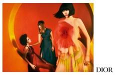 Vẻ nữ tính đương đại nhuốm màu nghệ thuật trong ảnh quảng bá của Dior