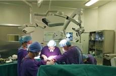Bệnh viện Việt Đức tạo hình lại hộp sọ bị hẹp bẩm sinh cho 2 chị em