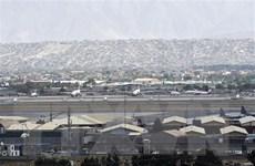 """Hàng không quốc tế xoay xở để tránh """"tên bay đạn lạc"""" tại Afghanistan"""