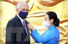 Trao Kỷ niệm chương cho Điều phối viên thường trú LHQ tại Việt Nam