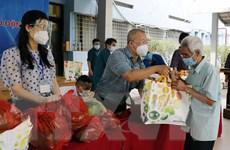 Những túi quà tiếp sức cho hộ nghèo, người khó khăn tại Hà Nội