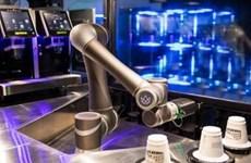 Nhật Bản thử nghiệm hệ thống robot phục vụ càphê tại ga tàu điện