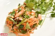 Nộm ghẹ - sự kết hợp những nguyên liệu cơ bản của ẩm thực Việt