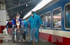 Ngành đường sắt phối hợp với địa phương đưa người dân về quê an toàn