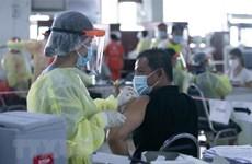 Lào hối thúc tiêm vaccine, Malaysia bỏ cấm dịch chuyển liên bang