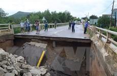 Bình Định: Nước lũ làm xói lở mố cầu Ngô La đoạn qua quốc lộ 19C