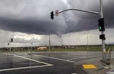 """""""Bom lốc xoáy"""" càn quét miền Tây nước Mỹ và gây mưa lũ kỷ lục"""