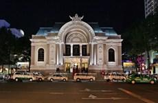 Cùng khám phá kiến trúc tuyệt đẹp của Nhà hát Lớn TP.HCM