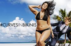 Người mẫu ngoại cỡ xuất hiện trên tạp chí quảng cáo đồ bơi