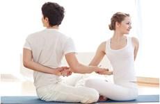 Những bài tập yoga giúp nhanh chóng cải thiện tình cảm vợ chồng