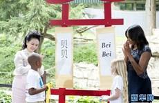 [Photo] Đệ nhất phu nhân Trung Quốc và Mỹ giao lưu trong công viên