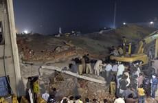 [Photo] Cảnh tan hoang khi nhà máy 4 tầng tại Pakistan đổ sập