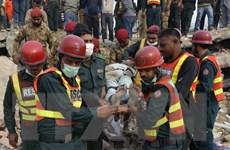Gần 100 người được cứu trong vụ sập nhà máy ở Pakistan