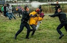 """[Photo] Những """"quả bom nổ chậm"""" dẫn tới bạo loạn ở Calais"""