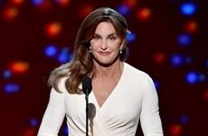 Giải Phụ nữ của năm được trao cho người chuyển giới gây bức xúc