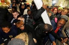 """Các tập đoàn bán lẻ Anh ước tính thu bội tiền nhờ """"Black Friday"""""""