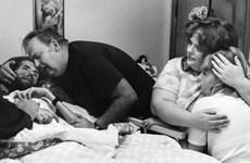 Bức ảnh nổi tiếng làm cả thế giới thay đổi quan niệm về bệnh AIDS
