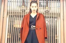 """[Photo] Áo khoác dài và đầm sơmi """"lên ngôi"""" trong những ngày lạnh"""