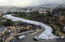 [Photo] Kinh hoàng cảnh biển rác tràn ngập khắp thủ đô Liban