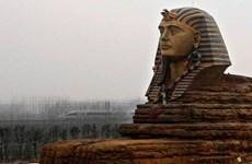 Bị Ai Cập chỉ trích, Trung Quốc đập bỏ tượng nhân sư nhái
