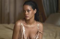 """7 cách mặc đồ """"thả rông"""" trong ngày Hè đẹp như Rihanna"""