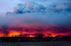 Trời đổi sắc do trận cháy rừng kinh hoàng trên đất Canada