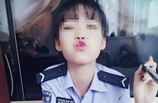 """Nữ cảnh sát xinh đẹp bị sa thải vì chụp ảnh """"kín trên hở dưới"""""""