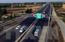 [Video] Lập đoàn kiểm tra thu phí đường bộ tại các trạm đăng kiểm