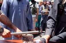 Phiến quân IS chặt tay kẻ trộm, xử bắn người bán thuốc lá