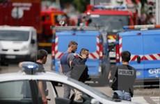 """Tổng thống Pháp tuyên bố đấu tranh chống IS """"bằng mọi cách"""""""