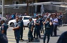 Bắt giữ nhiều đối tượng tình nghi tàng trữ vũ khí trái phép ở Armenia