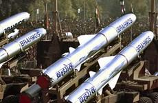 Ấn Độ điều tên lửa BrahMos bảo vệ khu vực giáp Trung Quốc