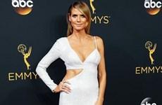"""""""Đêm hội chân dài"""" tại thảm đỏ Lễ trao giải Emmy 2016"""