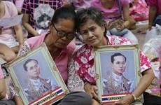 [Photo] Không khí quốc tang nhà vua Bhumibol bao trùm toàn Thái Lan