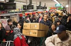 """[Video] Các chuỗi cửa hàng Mỹ khởi động sớm """"Black Friday"""""""