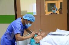 Bệnh viện Mắt TP.HCM mổ đục thủy tinh thể cho 300 bệnh nhân Lào