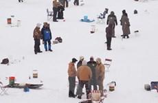 [Video] Kỳ thú lễ hội câu cá trên băng lạnh thấu xương ở Hàn Quốc