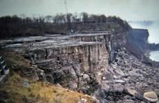 Ấn tượng với cảnh Thác Niagara lần đầu khô cạn sau 12.000 năm