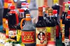 """Sốc với """"công nghệ"""" chế nước tương Maggi độc hại ở Trung Quốc"""
