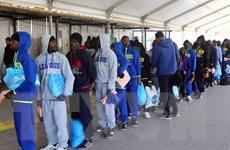 Châu Âu và Bắc Phi tìm kiếm giải pháp hạn chế dòng người từ Libya