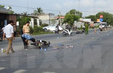 Xe máy va chạm do tránh 4 xe đạp dàn hàng, 2 người tử vong tại chỗ