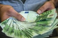 Giá dầu thế giới tiếp tục tăng, đồng USD và Euro diễn biến trái chiều