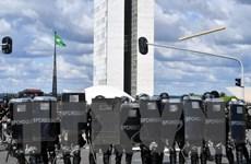 Quyết định huy động quân đội của Tổng thống Brazil bị chỉ trích