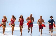 """Nóng bỏng mắt với dàn người đẹp trong """"Đội cứu hộ bãi biển"""""""